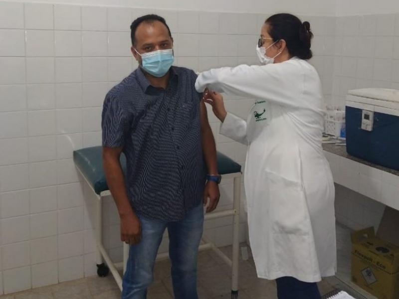 DESTAQUE ESTADUAL NA VACINAÇÃO CONTRA COVID-19.